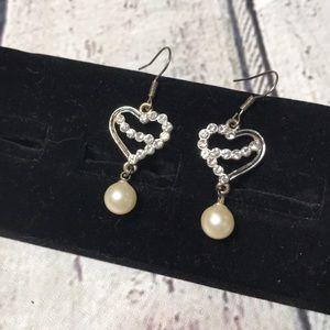 🍭Bedazzled heart & pearl dangle earrings